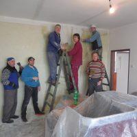 s dobrovoľníkmi pri rekonštrukcii centra OZ Samaria